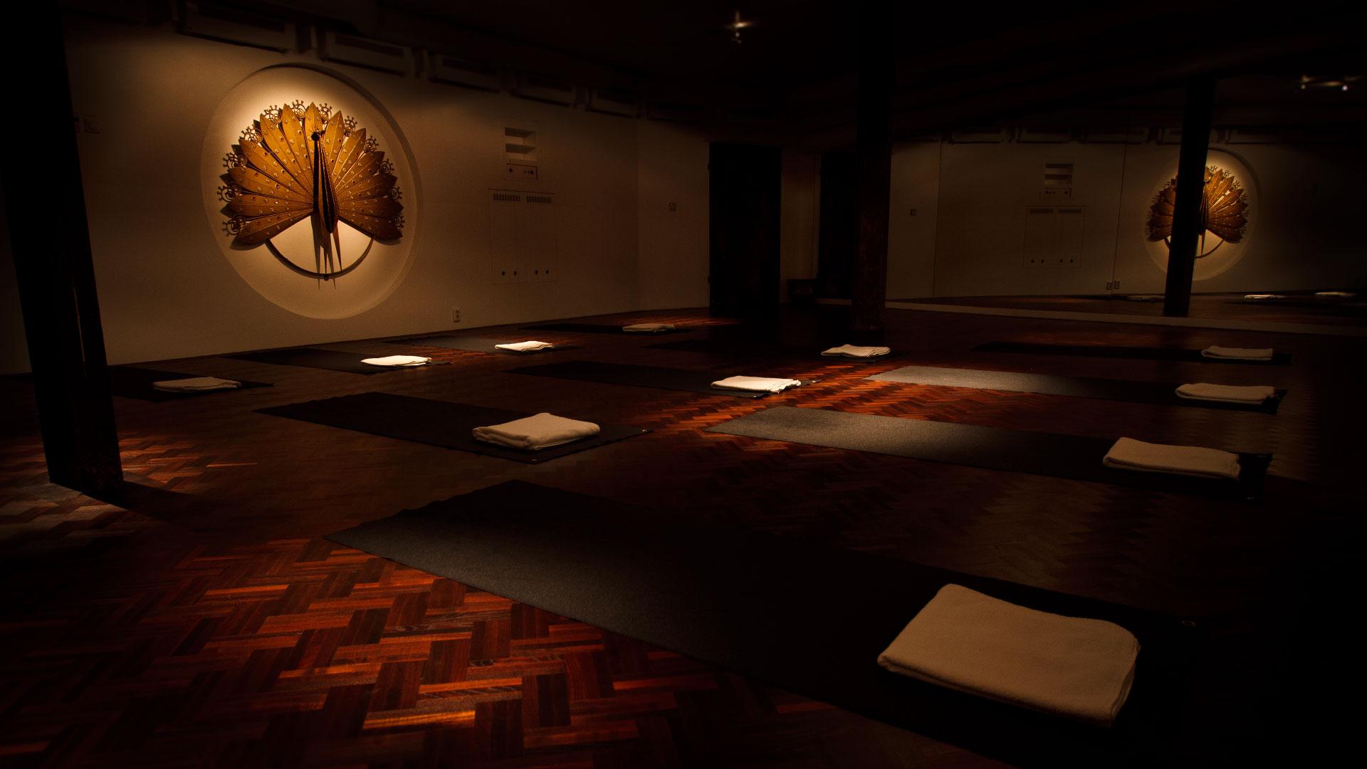 slide 3 –  duCalme yogasalen